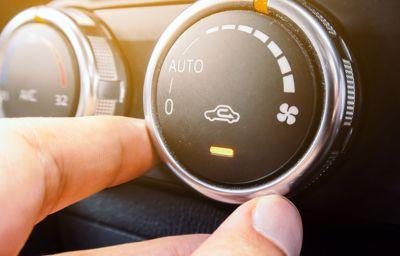 Jak prawidłowo używać klimatyzację samochodową?