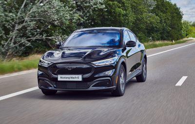 Jazda elektrycznym Fordem Mustangiem Mach E wywoła uśmiechy na twarzach w całej Europie
