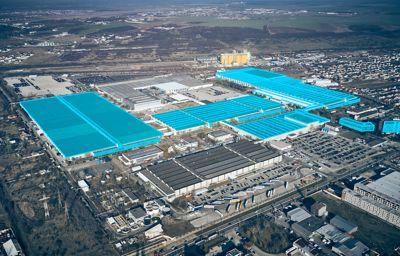 Nowy lekki samochód dostawczy Forda z zakładów w Rumunii w 2023 roku; wersja w pełni elektryczna zadebiutuje w następnym roku