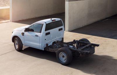 Ford Ranger – bardziej wszechstronny, dzięki gotowej do zabudowy wersji podwozia z kabiną.