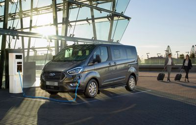 Ford Tourneo Custom – przestronny, komfortowy, uniwersalny i zeroemisyjny w wersji Plug-In Hybrid