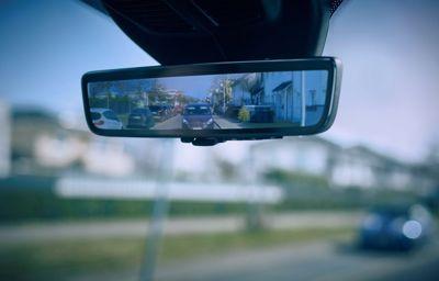 """""""Inteligentne lusterko"""" Forda zapewnia kierowcom samochodów dostawczych dobrą widoczność"""