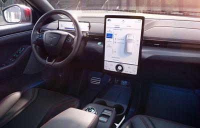 Jak nowe podejście do projektowania zmieniło perspektywę kierowcy i utorowało drogę Mustangowi Mach-E.