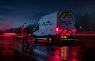 Podświetlane panele Forda dla bezpieczeństwa pracowników służb drogowych