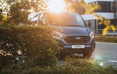 Ford Transit Custom i Tourneo Custom z innowacyjnym napędem hybrydowym