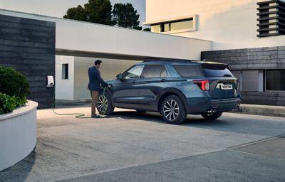 Ford Explorer Plug-In Hybrid - Ford företagsleasing fr. 4 995 kr/månad exkl. moms