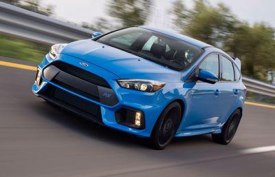 Rekordår för Fords prestandabilar – lockar unga förare som söker efter körglädje