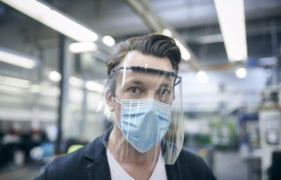 Ford tillverkar munskydd och ansiktsvisir för att skydda medarbetare på jobbet