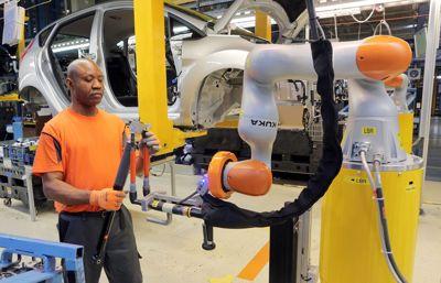 """Människor och robotar jobbar hand i hand – Ford lanserar """"Industry 4.0 Automation"""""""