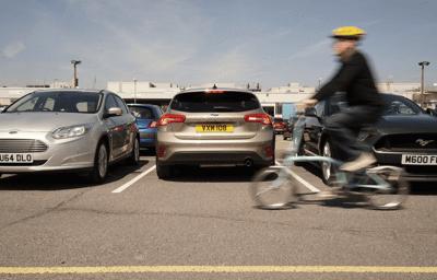 Backkamera som ser runt hörn i nya Ford Focus
