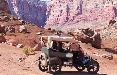 De åker jorden runt – i en 100 år gammal T-Ford
