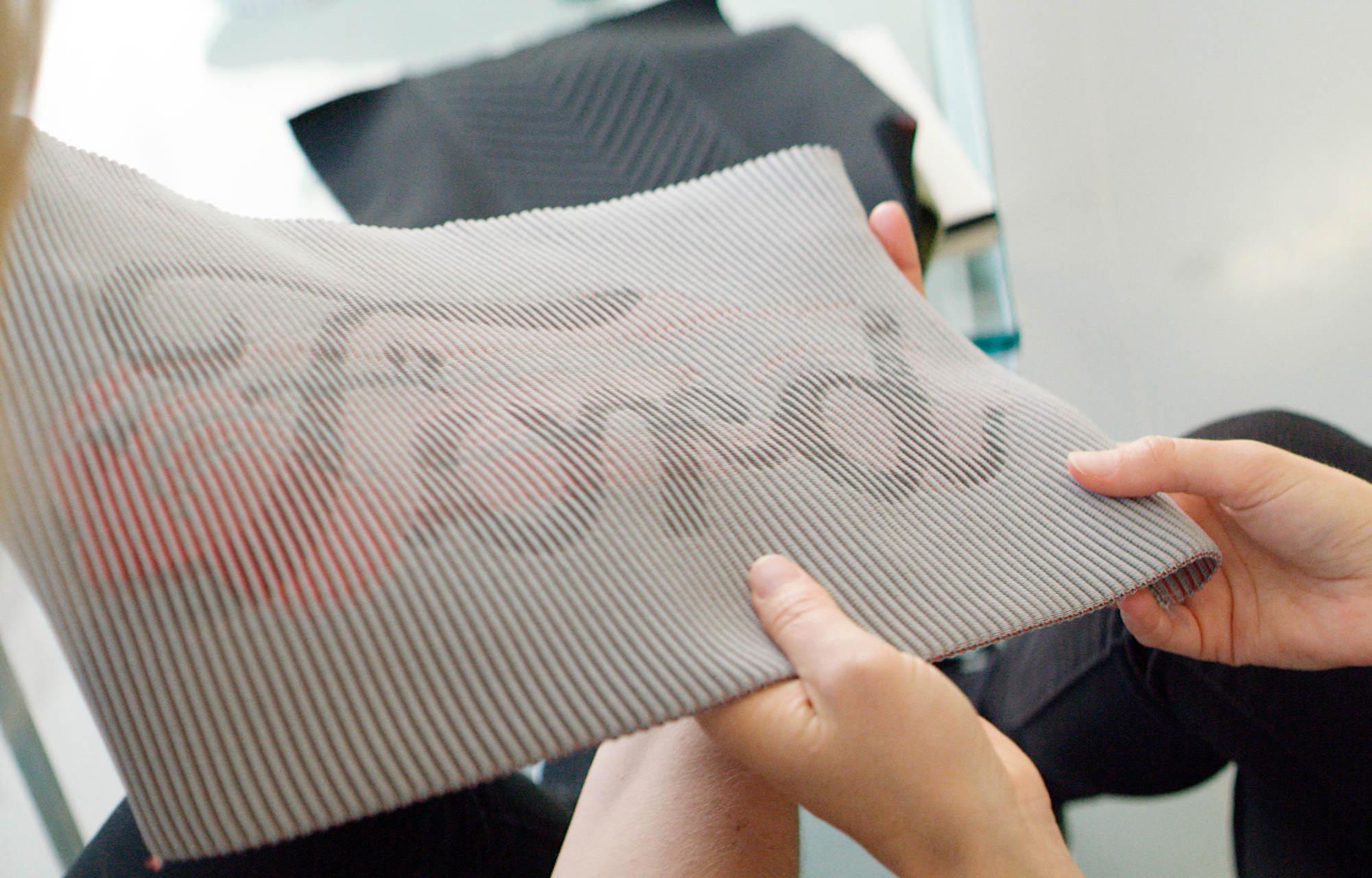 Grâce à l'impression en 3D tricotée, vos sièges de voiture pourront bientôt recharger vos smartphones