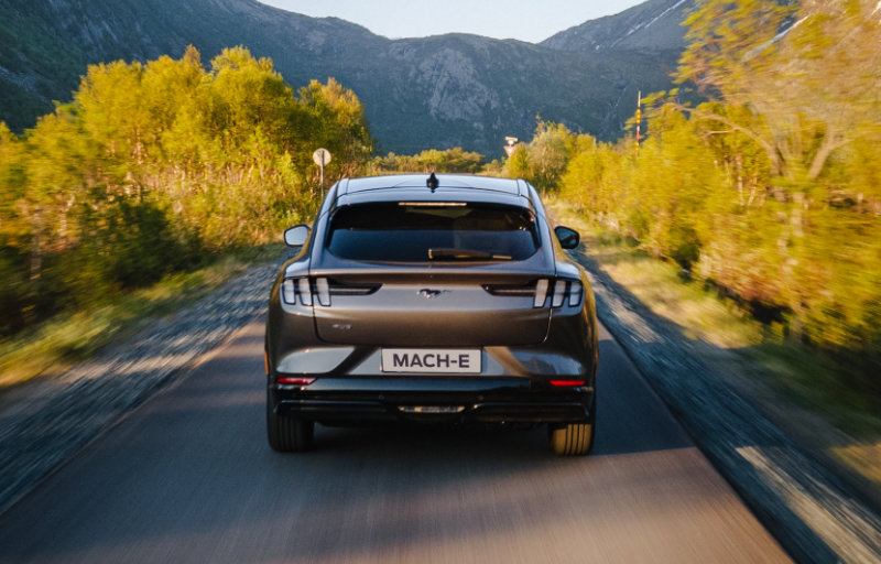 Mustang Mach-E på veien
