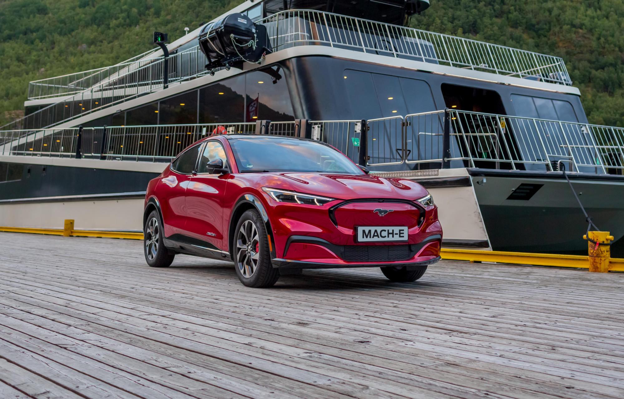 Nå har leveringene av nye Ford Mustang Mach-E begynt!