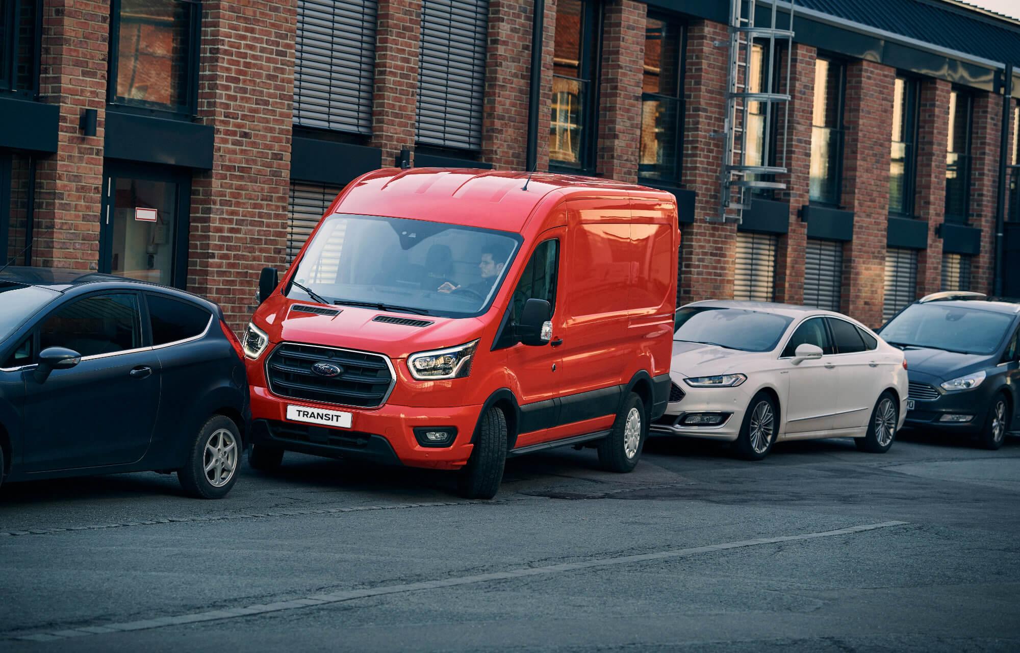 Nye Transit-modeller med aktiv parkeringsassistent