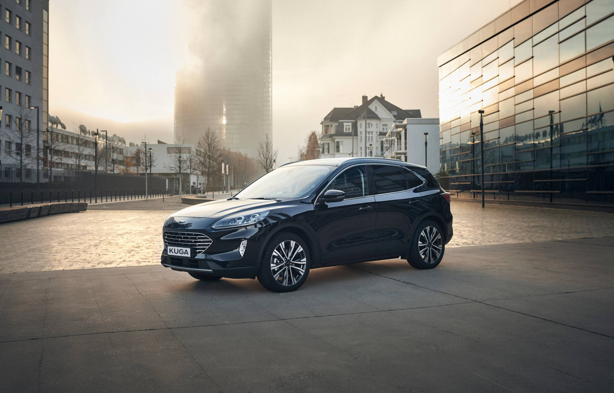 Ford lanserer nye Kuga som full hybrid med firehjulstrekk