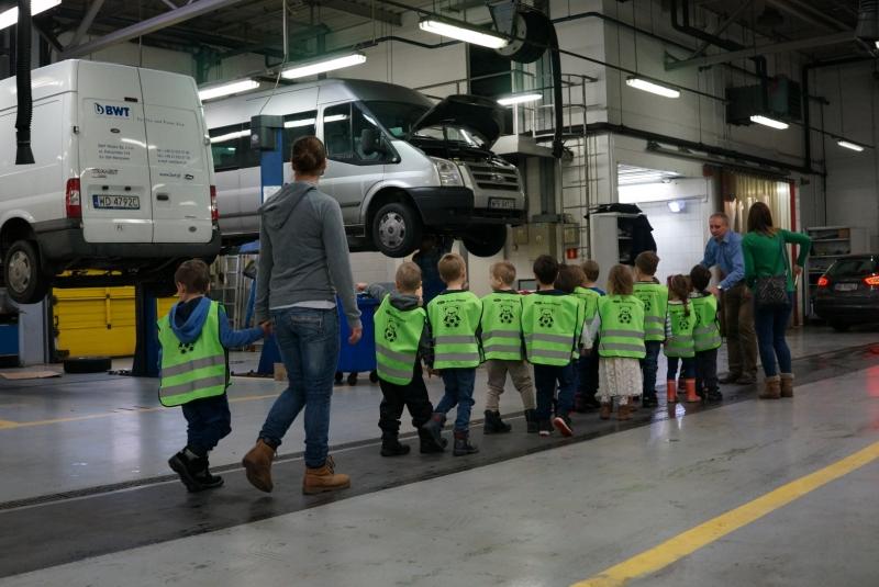 Wizytacja przedszkolaków w Auto Plaza